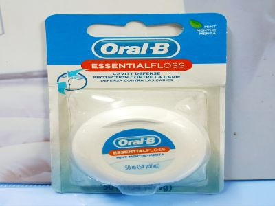Chỉ Nha Khoa Oral B